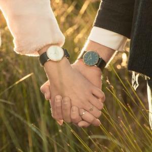 Paar mit Uhr klein